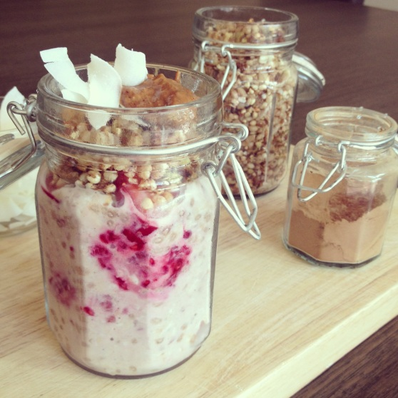 Vanilla Bean, Berry & Chia Overnight Oats